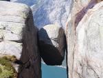 Kjeragbolten (pedra encaixada sobre fiorde)